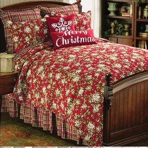 Mistletoe Queen Quilt with 2 Standard Shams